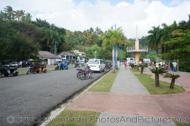 Motorcycles and motorcycle-carriages near Samana cruise pier.jpg